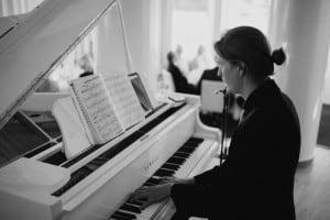 pianisti taustamusiikkia, trubaduuri syntymäpäiville, Musiikkia juhliin