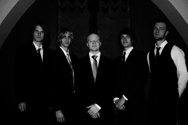 Hääbändi - Laulava pianisti, trubaduuri, mies ja kitara, duo, trio, bilebändi, bändi juhliin, pikkujouluihin, häihin, synttäreille, musiikkia juhliin